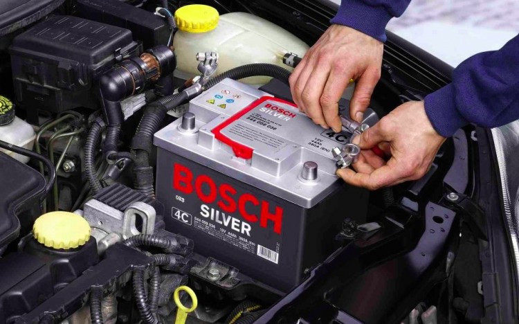 Batterie de voiture dans son logement