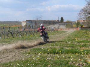 Gruiq en moto enduro en IDF