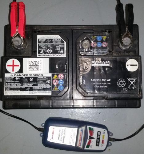 Batterie avec cosse noire reliée