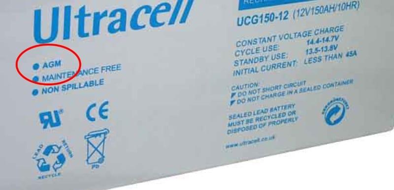 Une batterie avec un logo AGM écrit dessus