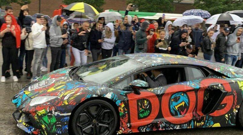 POG lors du Pog Tour à Mulhouse en 2019 dans sa Lamborghini