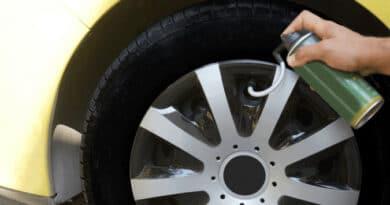 Utilisation d'une bombe anti-crevaison sur un pneu à plat