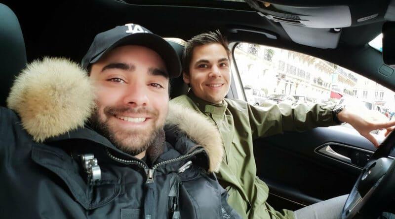 AkramJunior dans une voiture de luxe